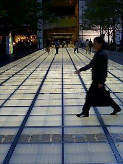 ピチカートファイヴ「大都会交響楽」のPVでおなじみ、東京国際フォーラムの玄関通路。